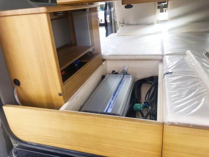 長野県のキャンピングカー販売 IZホールディングスの軽キャンパーサブバッテリー